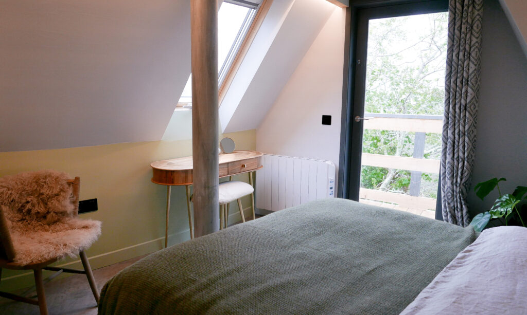 unique stays cornwall: kosel treehouse - bedroom
