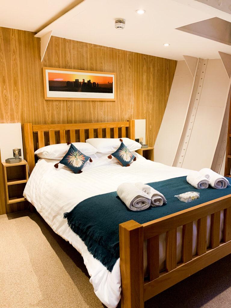 SULA-Lightship-Gloucester-Docks: Master Bedroom