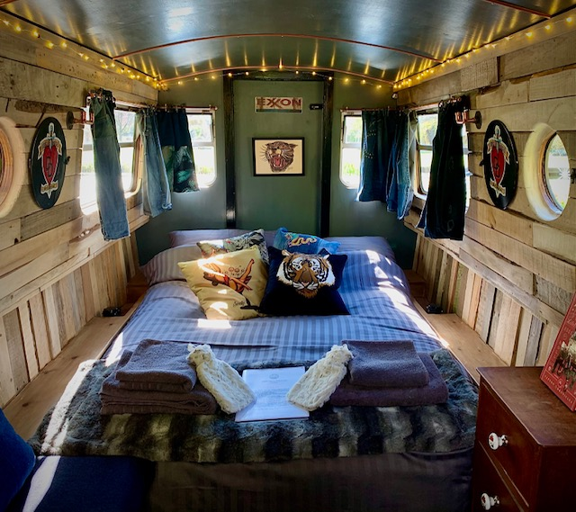 The Meadow Glamping in Hampshire - Magic Rat inside