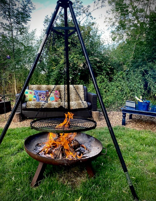 The Meadow Glamping in Hampshire - Magic Rat firepit