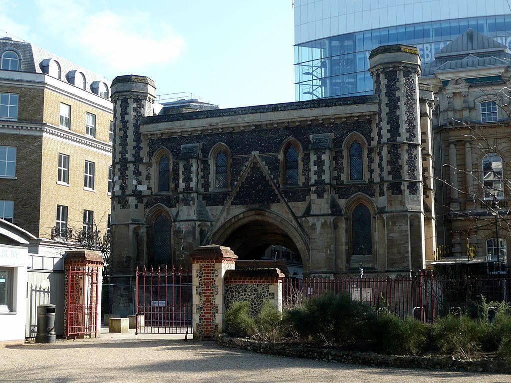 1024px-Reading_Abbey_Gatehouse_The_Forbury