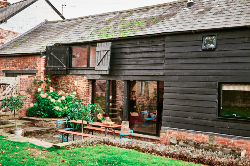 self-catering-ross-on-wye The Hayloft at Mad Dogs and Vintage Vans: outside