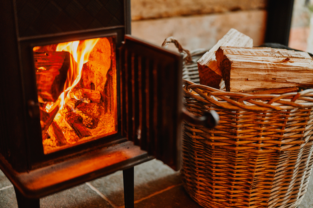 self-catering-ross-on-wye The Hayloft at Mad Dogs and Vintage Vans: log burner