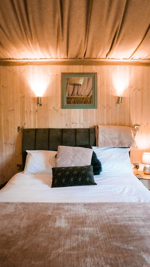 log cabins Shropshire - inside cabin bedroom