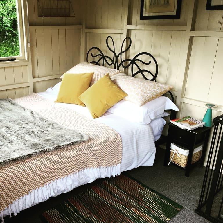 Shepherds Huts Cornwall - Safari Cornwall, Bedroom