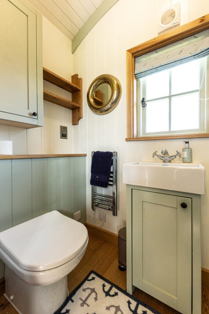 ewe-glamping-northamptonshire - bathroom