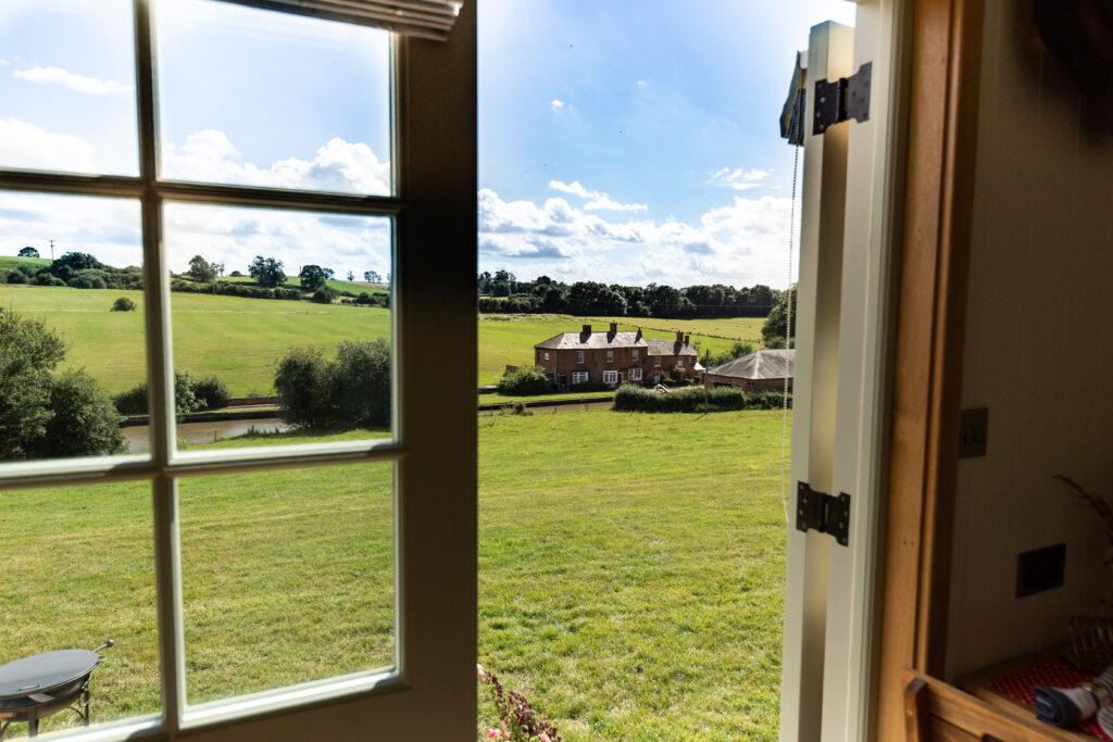 ewe-glamping-northamptonshire - looking to farm