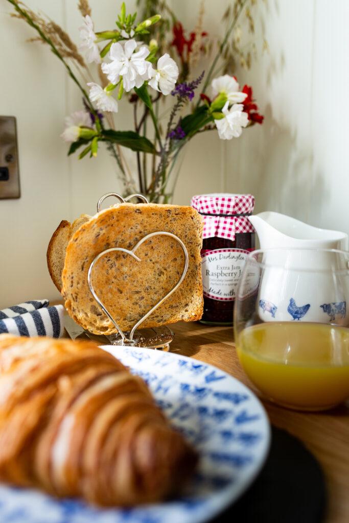 ewe-glamping-northamptonshire -breakfast hamper