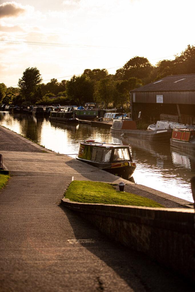 ewe-glamping-northamptonshire - canal boats