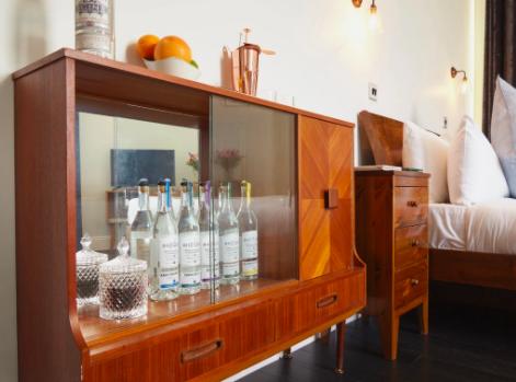 The Distillery Gin Hotel Portobello Road London - mini bar