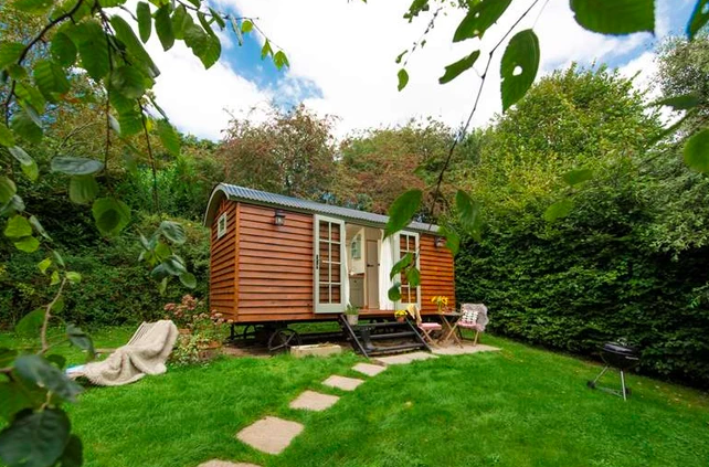 Shepherds Huts Cornwall - The Emerald, hut outside in garden