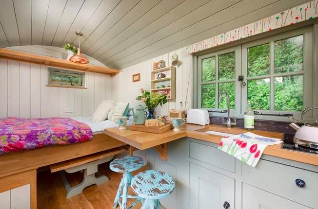 Shepherds Huts Cornwall - The Emerald, hut inside