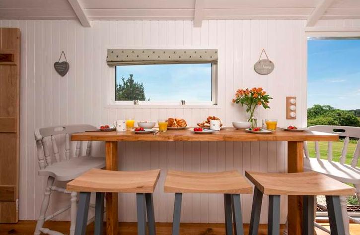 The Enchanted Wardrobe Conrwall Shepher's Hut - breakfast bar