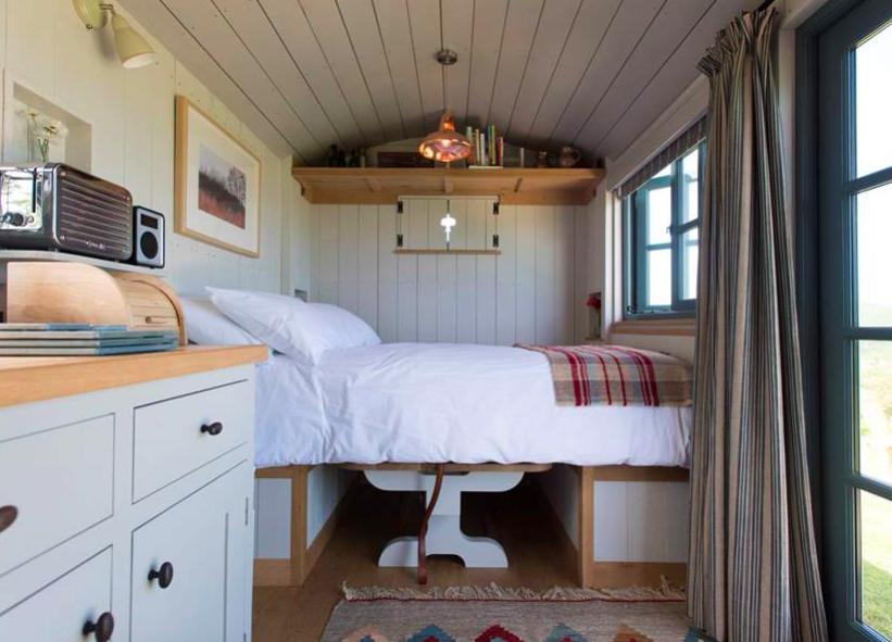 Tregwelan Shepherd's Hut - Padstow - Interior