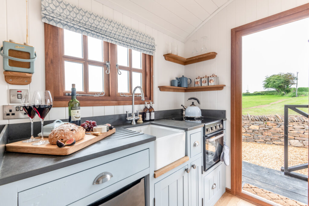 glamping-looe-daisy-park-hut - kitchen