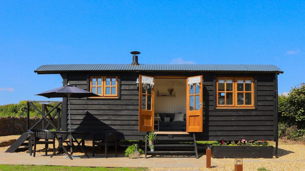 glamping-looe-daisy-park-hut - exterior