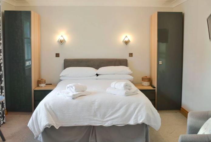 ebba neauk apartment - bedroom