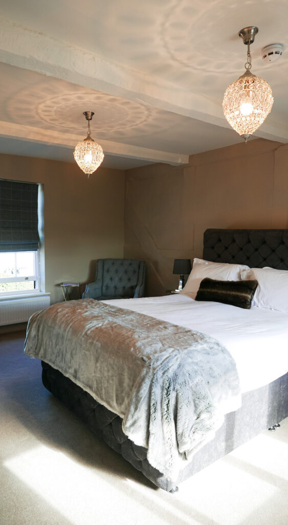 new inn st owens cross: bedroom